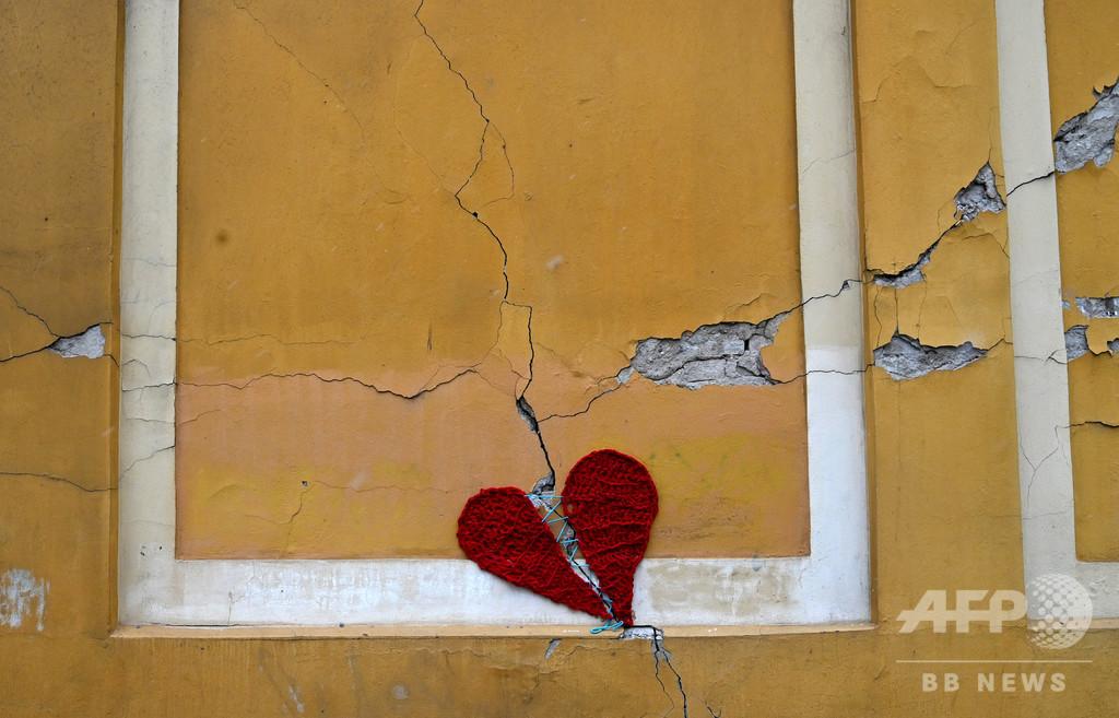 【今日の1枚】「真心」で壁を修繕、クロアチア地震