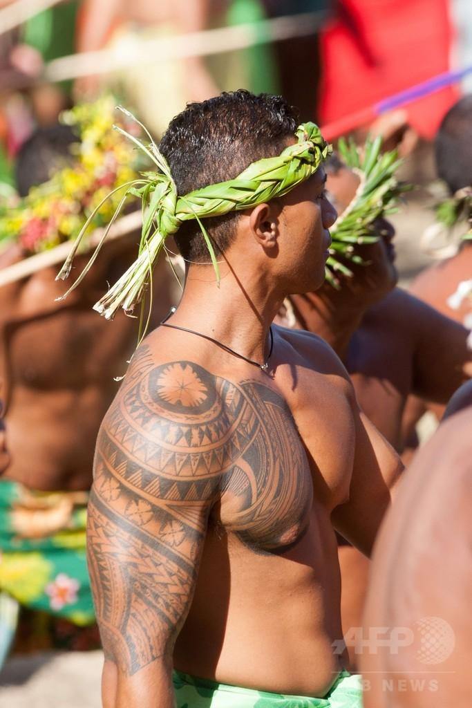 タヒチで伝統スポーツ大会、やり投げや石上げ 仏領ポリネシア