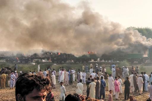 パキスタンで列車火災、死者74人 乗客が調理中にガスボンベ爆発