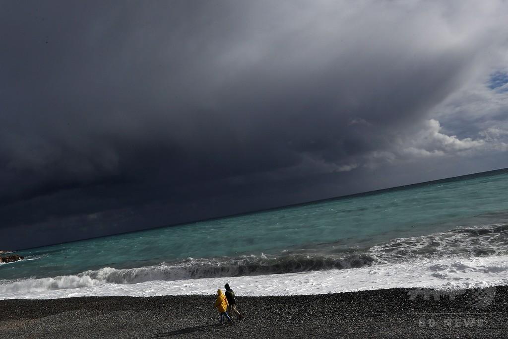 仏で暴風雨「ゼウス」発生、2人死亡 60万世帯が停電