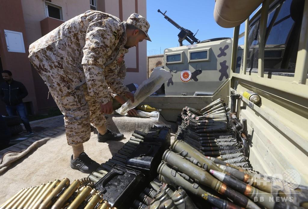 リビア首都、空爆で空港閉鎖 戦闘で3400人避難