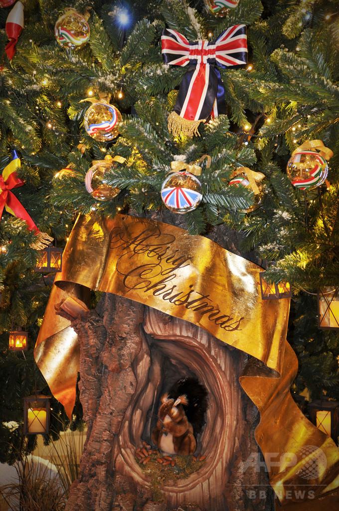 「ドルチェ&ガッバーナ」、英・高級ホテルのクリスマスツリーをデザイン