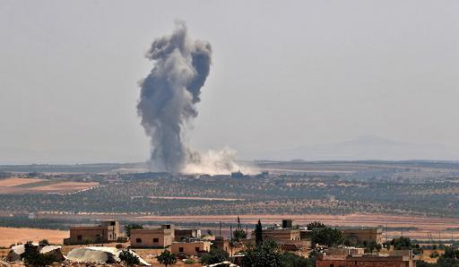 トルコ軍がシリアに越境、政権側の空爆で足止め