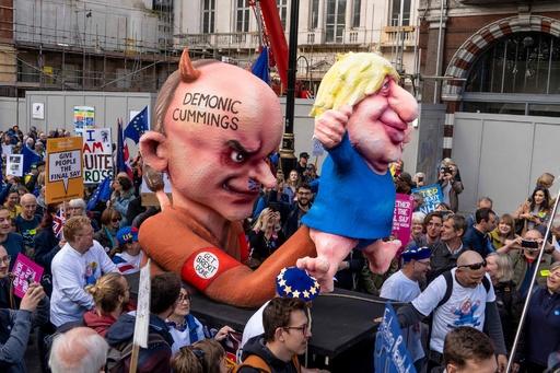 EU残留派がデモ、国民投票の再実施を要求 離脱案の採決見送りに喝采