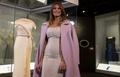 メラニア夫人、大統領就任式で着用したドレスを寄贈