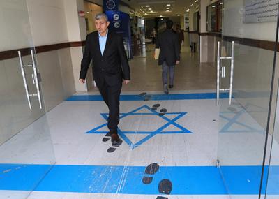 国旗踏むヨルダン大臣の写真、イスラエルが抗議