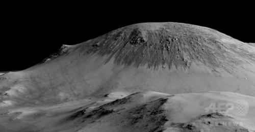 火星表面に液体の水、「最も有力な証拠」を発見 NASA