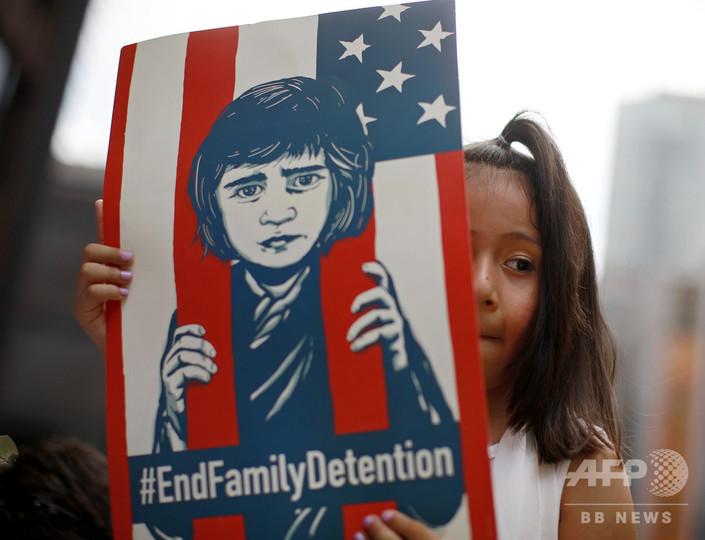 米移民親子引き離し、裁判所の期限後も子ども700人超が政府保護下に