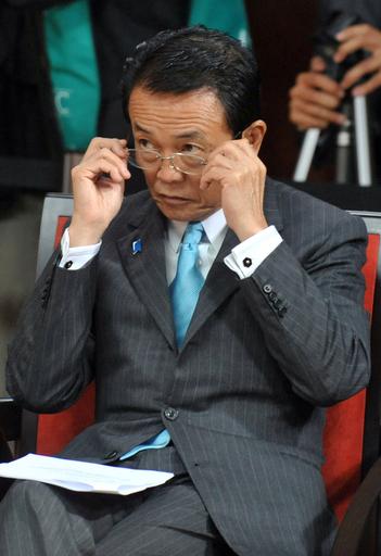 麻生首相、「暴力には屈しない」 元次官殺傷事件を非難