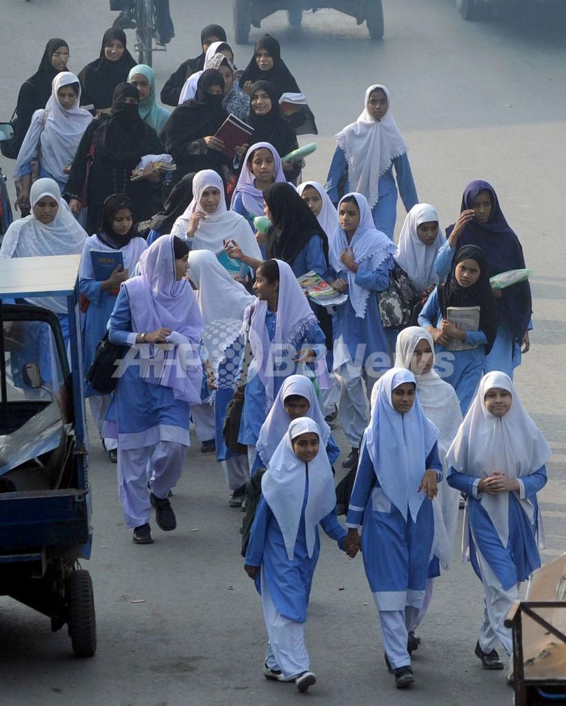 「少年を見た」娘、母親が酸を浴びせて死なす パキスタン