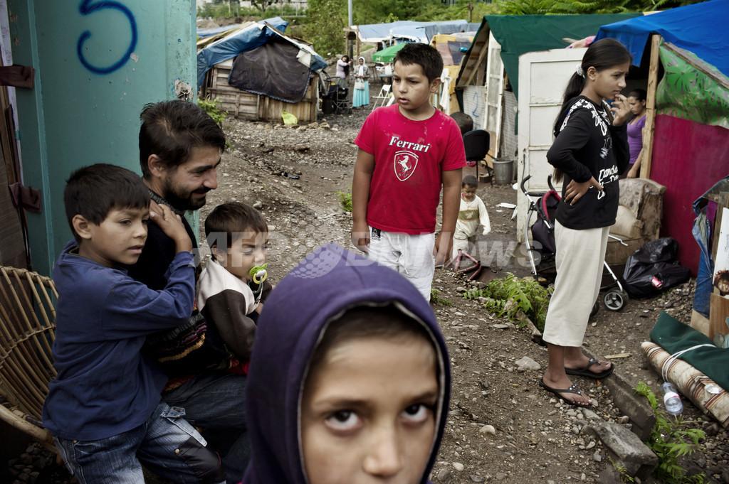 仏政府のロマ人強制送還に「外国人排斥」批判、欧州委も懸念