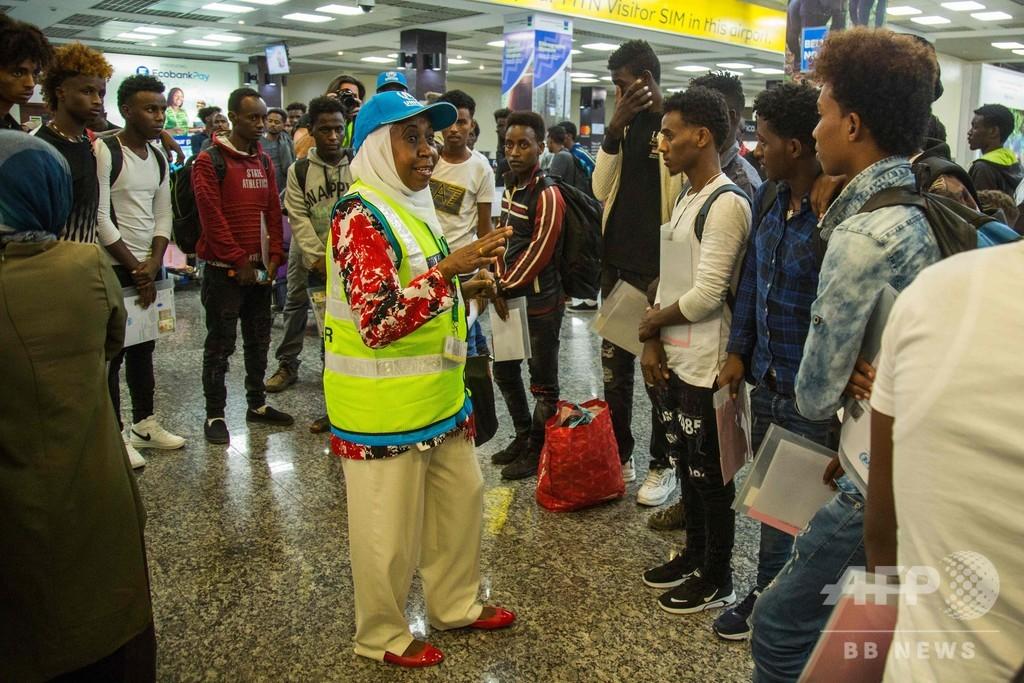 リビアからの難民ら66人、ルワンダに到着 移送プログラムの最初の一団
