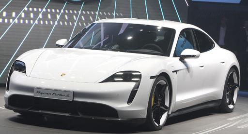 ポルシェ、25年までに生産台数50%超を電動自動車に テスラに対抗