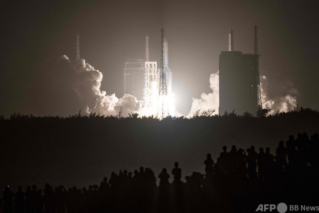 中国、無人月面探査機「嫦娥5号」打ち上げ 土壌サンプル回収目指す