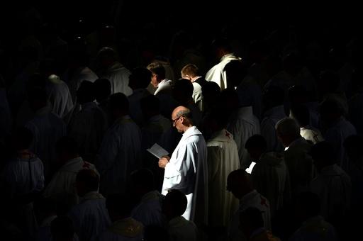 ポーランド与党、児童性的虐待の厳罰化を約束 司祭の幼児性愛が物議