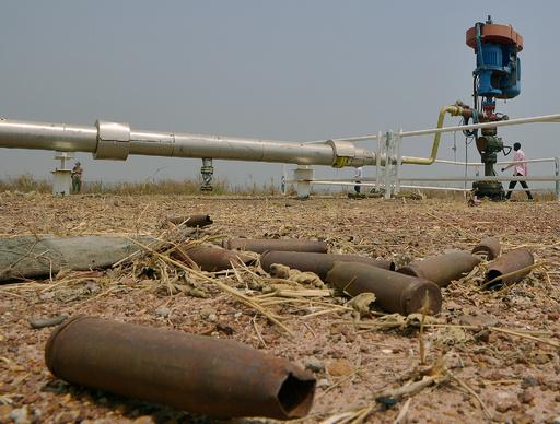 南スーダンでタンクローリー爆発、150人以上死亡