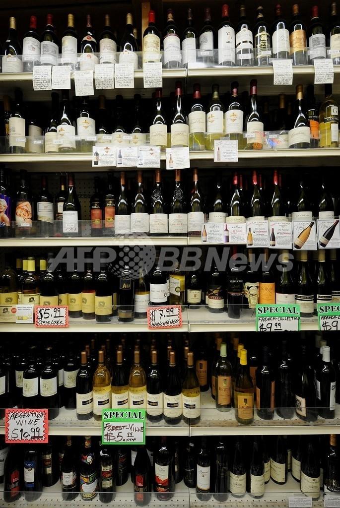 最も有害な薬物はアルコール、社会的な影響も考慮 英研究
