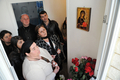 イコンの聖母マリアから「涙」、パリ郊外の民家に信者殺到