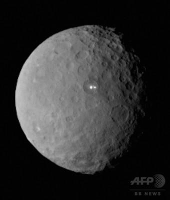 国際ニュース:AFPBB News準惑星セレスに謎の光2つ、NASA探査機が調査へ