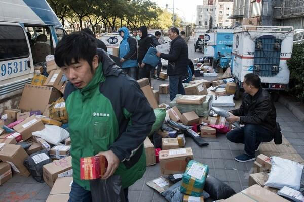 「独身の日」セールで運送会社てんてこ舞い 中国