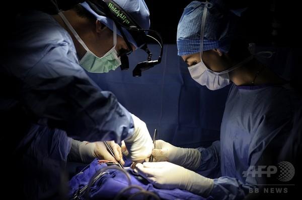 「世界一困難な顔面移植」にスペイン病院が成功