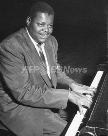 ジャズピアノの巨匠、オスカー・ピーターソン氏死去