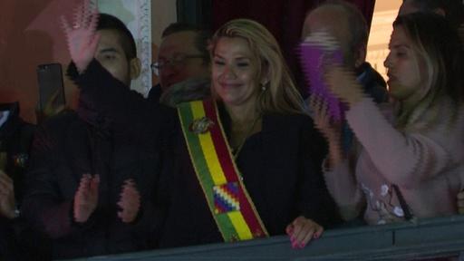 動画:ボリビアのアニェス上院副議長、暫定大統領就任を宣言 憲法裁も承認