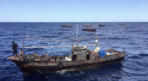北朝鮮の漁師らがまた密漁、ロシアが260人超拘束 極東沖