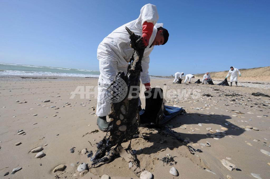 フランス西部沿岸の汚染、原因の燃料残留物の回収作業