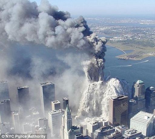 未公開の9.11米同時テロ空撮写真公開、WTC崩壊の瞬間生々しく