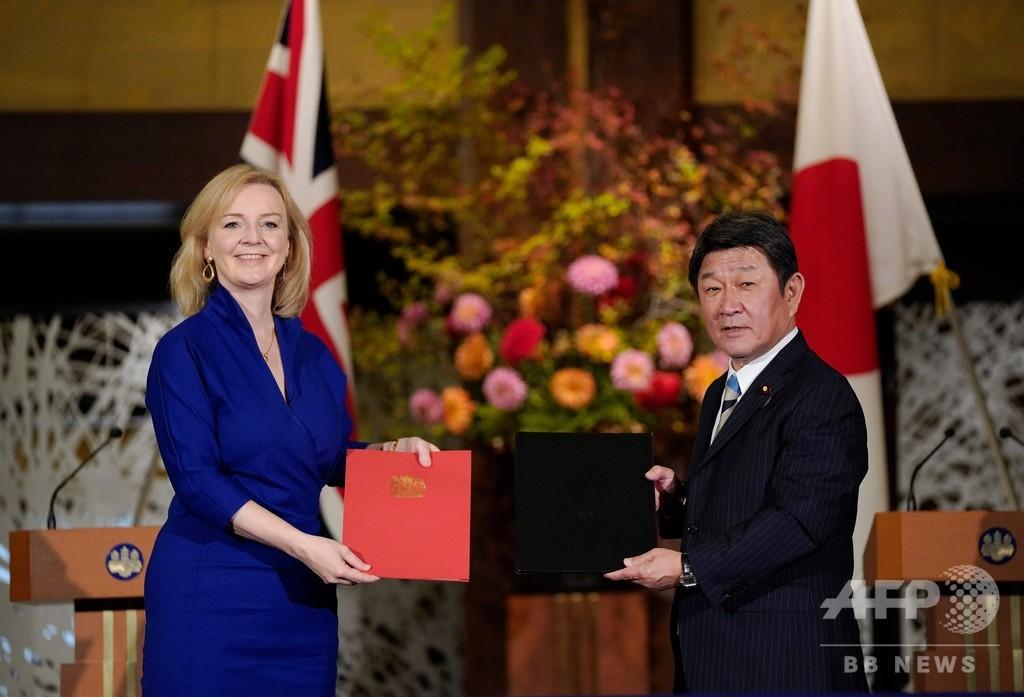 日英、経済連携協定に署名