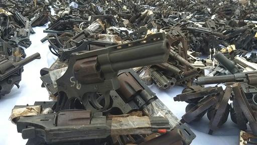 動画:押収した銃器1万丁以上を溶かす、再流通防止で ペルー