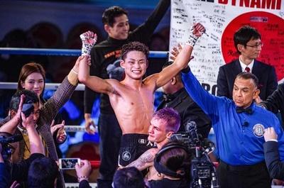京口が王座獲得で2階級制覇、井岡は4階級制覇ならず