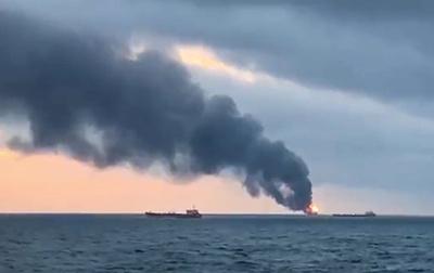 クリミア沖でガス輸送船が炎上、14人死亡 燃料移し替え中に火災