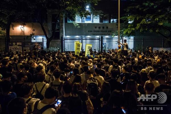 香港、デモ隊を暴動罪で起訴 新たな衝突発生