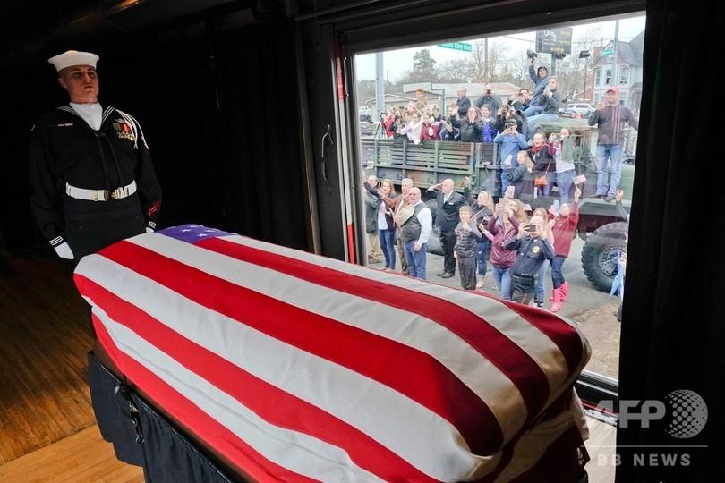ブッシュ元大統領、地元テキサスで埋葬 夫人とまな娘の隣