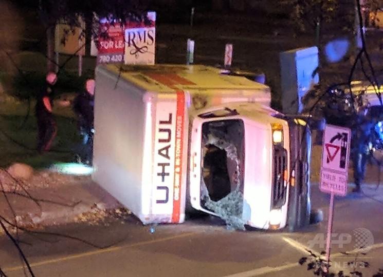 カナダで「テロ」、男が警官や歩行者ら次々襲う 車からISの旗