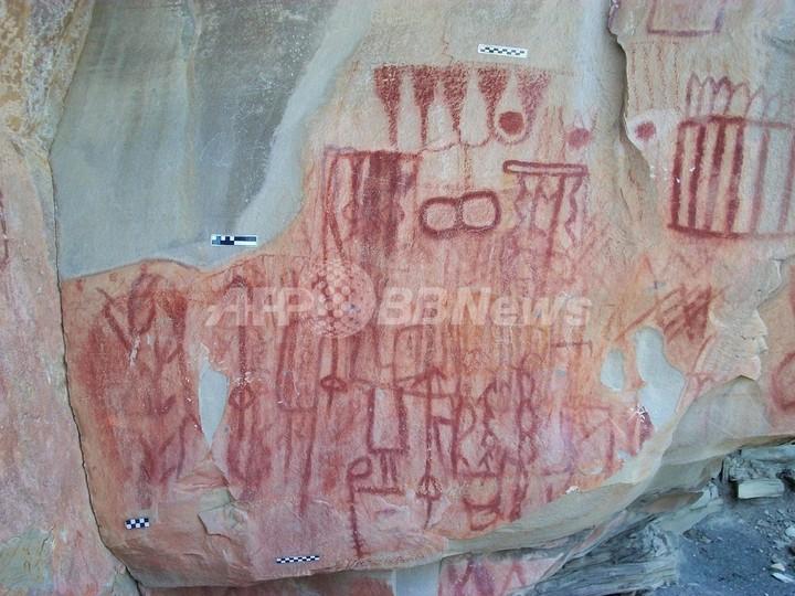メキシコ洞窟から古代壁画5000点、先住民の存在を初確認