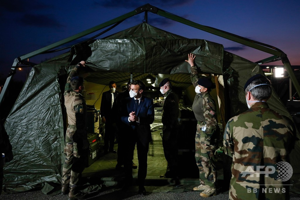 仏、新型ウイルスとの闘いに軍動員へ 死者数は増加の一途
