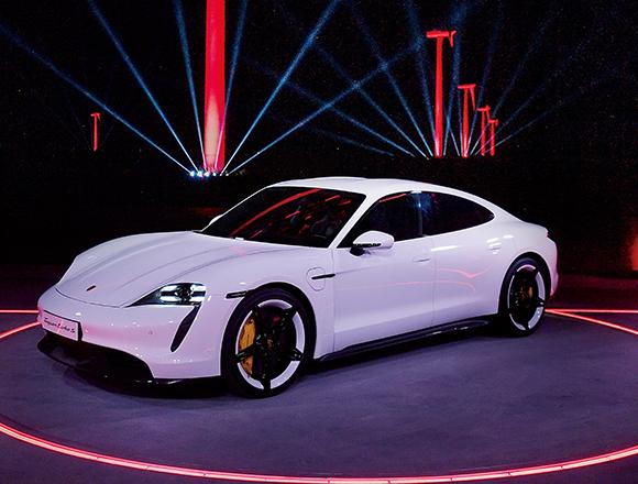ポルシェ初のフル電動スポーツカー〝タイカン〞ついに登場! ENGINE編集長 村上政が中国での発表会をレポート。