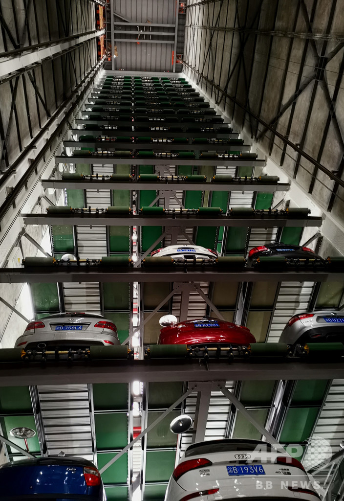 重慶初、スマート立体駐車タワーが稼働開始