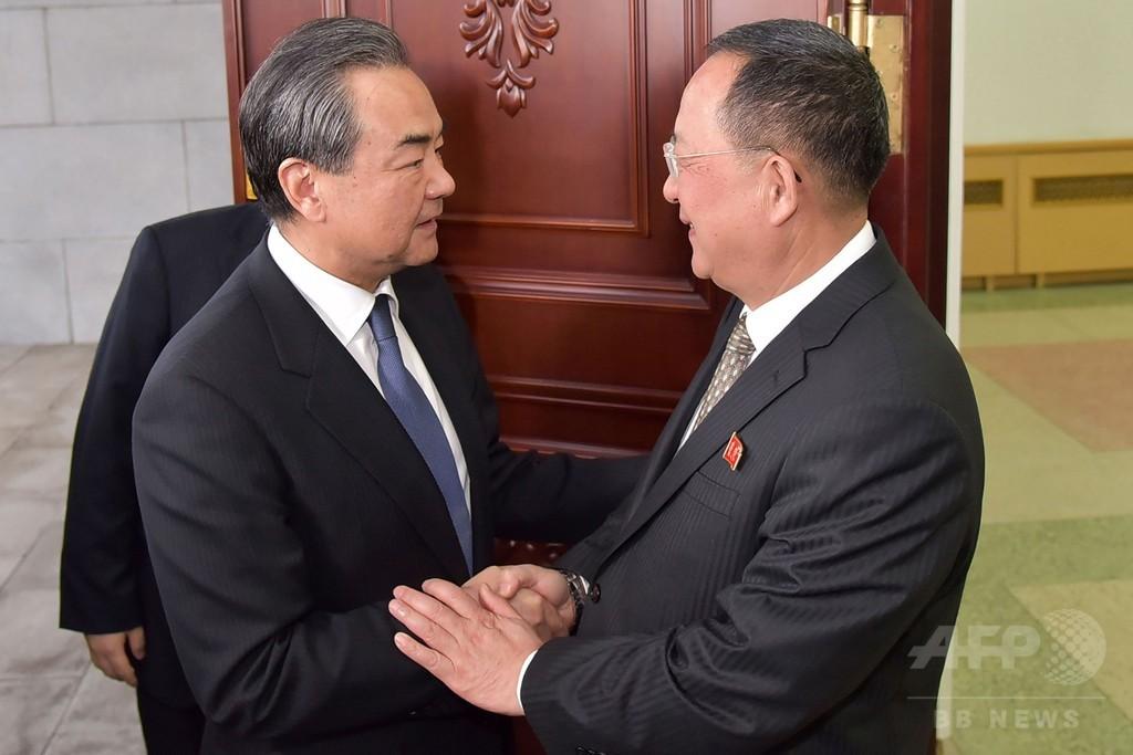 中国外相、金正恩氏と会談 朝鮮戦争の終結支持を表明