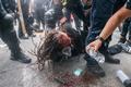 黒人女性射殺、大陪審判断めぐり全米でデモ拡大 警官撃たれる