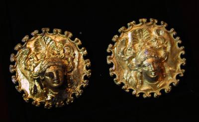 ブルガリアでトラキア文明の金製品発掘