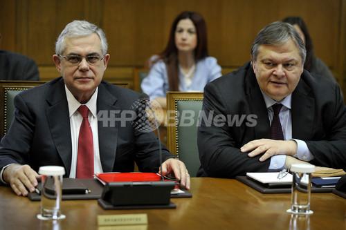 ギリシャ債務減免が決着、ユーロ圏による追加支援に道
