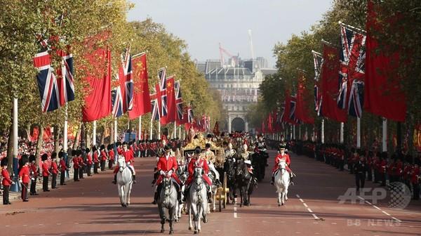 訪英の中国国家主席、女王の晩さん会に出席 周辺では抗議活動も