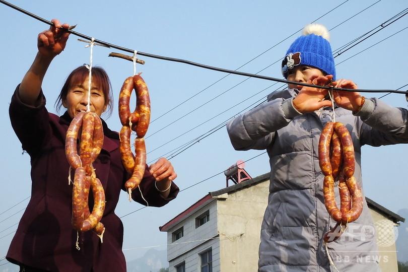 農家のお母さん手製のソーセージで新年を迎える 湖北省