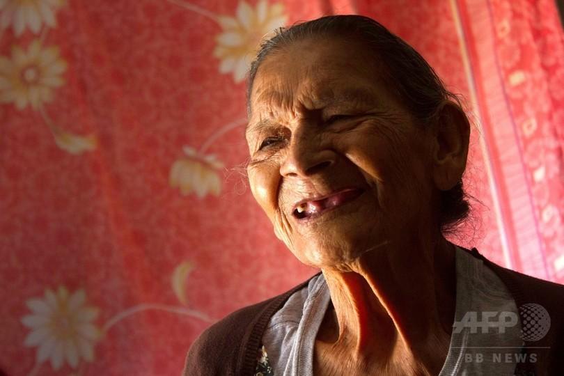 96歳メキシコ女性、念願かなって高校入学 夢は幼稚園の先生