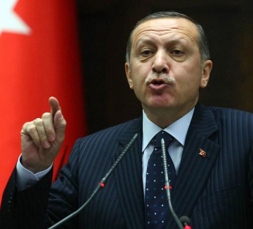 「シリア大統領は退陣せよ」、トルコ首相が演説