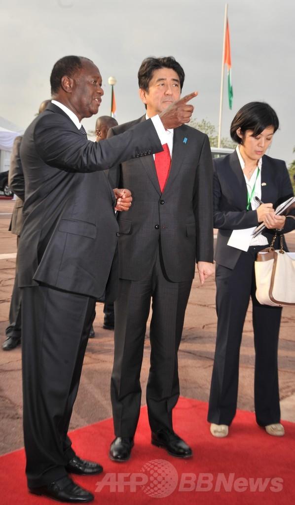 安倍首相コートジボワールに到着、中国外相もアフリカ歴訪
